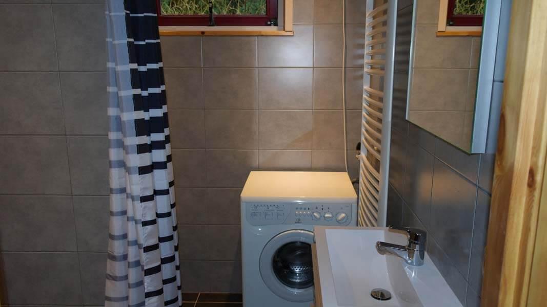 De Bosduif | houten lodge voor 6 personen, badkamer | Veluwe Lodges Otterlo