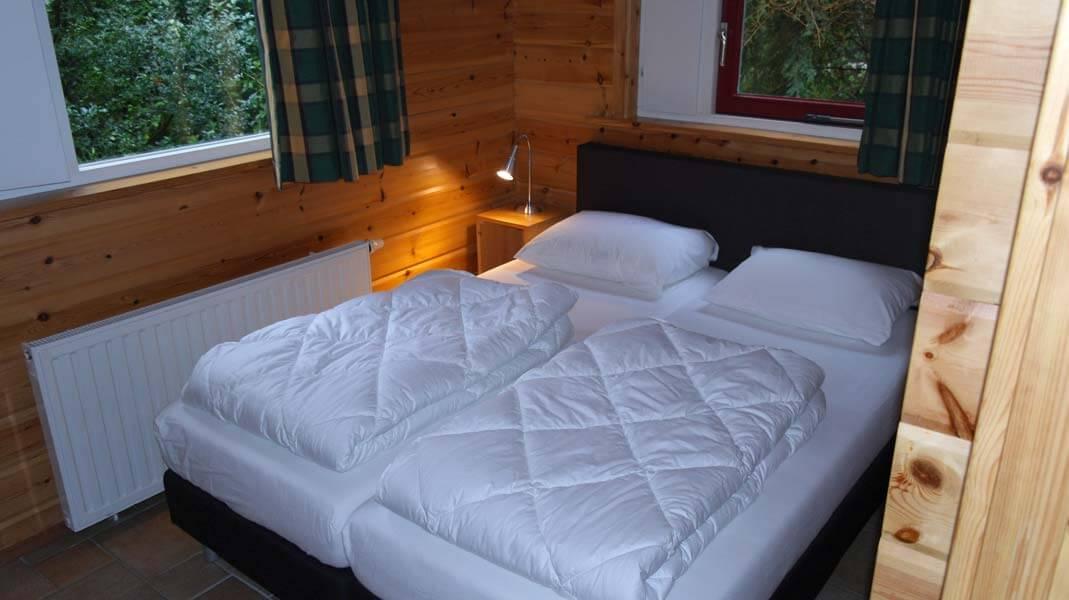 De Bosduif | houten lodge voor 6 personen, slaapkamer | Veluwe Lodges Otterlo