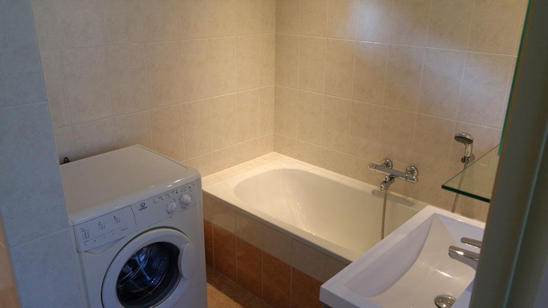 Het Roodborstje - badkamer met ligbad | Romantische lodge voor 4 personen | Veluwe Lodges Otterlo