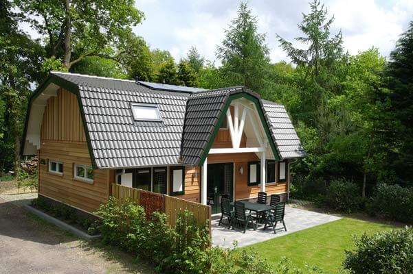 De Specht | Stoere houten lodge voor 9 personen | Veluwe Lodges Otterlo